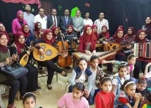 """طلاب """"تربية موسيقية"""" يدربون الأيتام على الغناء والعزف في مشروع تخرجهم"""