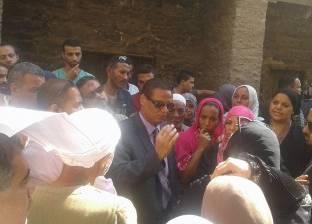 رئيس حي السيدة زينب: ضابط شرطة اعتدى على والدي ووالدتي