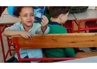 """تعاطفا مع """"الطفل الباكي"""".. أولياء أمور ينتفضون بشكوى لوزارة التعليم"""