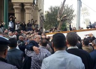 وصول جثمان إبراهيم نافع إلى مقابر العائلة فى إكتوبر