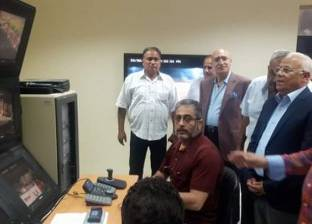 محافظ بورسعيد يتفقد غرفة التحكم والمراقبة بالنادي المصري