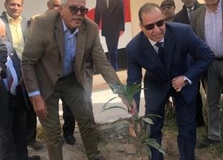 نقيب الزراعيين ومحافظ أسوان يطلقان حملة زراعة الأشجار المثمرة