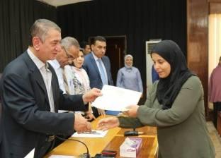 بالصور| محافظ كفر الشيخ يكرم الرائدات الريفيات ويمنحهن شهادات أمان