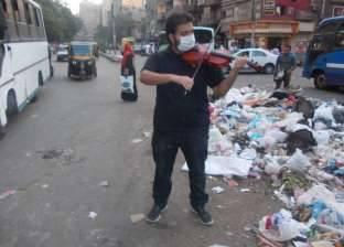 """""""محمود"""".. طالب التربية الموسيقية يمسح بـ""""الكمان"""" غبار """"القمامة"""""""