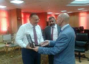 اجتماع محافظ الشرقية مع ممثلي إدارة الرعاية الحرجة