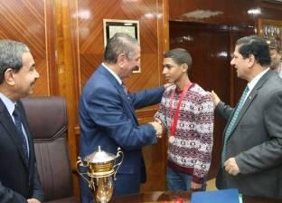 محافظ كفر الشيخ يكرم فريق منتخب الصم والبكم الفائز ببطولة الدلتا