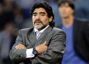 بالصور| مارادونا يخرق قوانين الفيفا بشأن التدخين في ملاعب كأس العالم
