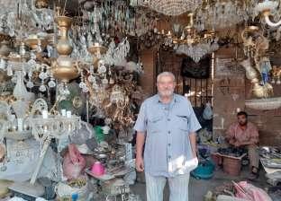 """من """"خردة متسواش"""".. عيد يصنع نجفة حالها يسر: ضرب الصيني وصدر لبلاد برة"""