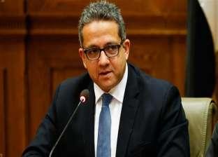 وزير الآثار يصل مطار القاهرة بعد تفقد أعمال الترميم بمعبد الكرنك