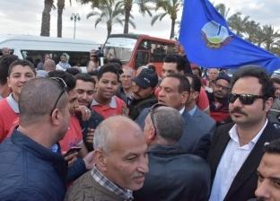 محافظ البجيرة يشارك فى مسيرة تأييد للتعديلات الدستورية على كورنيش رشيد