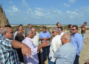صور| رئيس مدينة بلطيم يتفقد موقع إنشاء محطة لتحلية مياه البحر بالبرلس