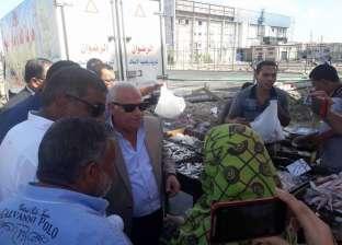 محافظ بورسعيد يمنح رؤساء الأحياء صلاحية ضبط الباعة المخالفين للأسعار