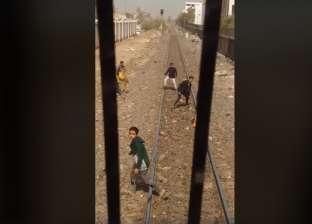 تداول فيديو لأطفال يلقون حجارة على قطار في الجيزة