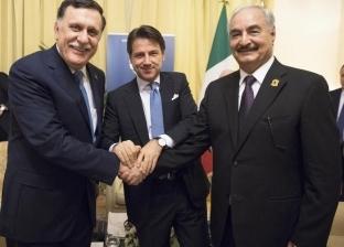 """وسائل إعلام ليبية: """"حفتر"""" وافق على استمرار """"السراج"""" حتى إجراء انتخابات"""