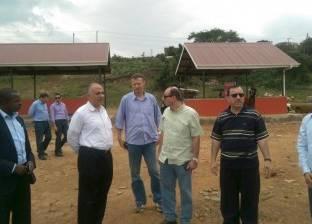 وزير الري يشهد تحويل تشغيل الآبار الجوفية بالطاقة الشمسية في أوغندا