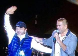 """عمرو دياب يحيي حفلا غنائيا بالسعودية ويستقبل """"هنيدي"""" على المسرح"""