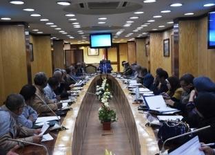 محافظ أسوان يعقد اجتماعا لمتابعة معدلات تنفيذ حملات إزالة التعديات