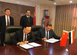 رئيس جامعة سوهاج يوقع بروتوكولا في مجال الطاقة