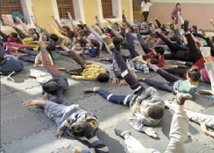 أطفال الدرب الأحمر يتحدون العشوائية: «ما تيجى نرقص»