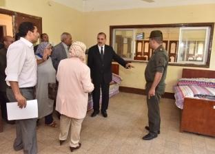 محافظ أسيوط يتفقد دور رعاية الأيتام ويوزع 150 حقيبة مدرسية