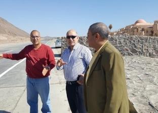 رئيس قطاع الموارد المائية يتفقد مواقع أعمال حماية طابا من السيول