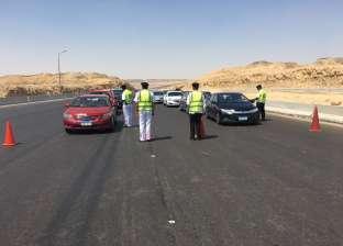 """""""مرور الجيزة"""" يدفع بخدماته لرفع آثار حادث تصادم سيارات أعلى الدائري"""