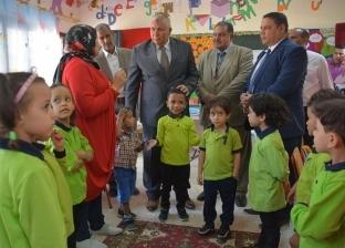 محافظ الوادي الجديد يتفقد مدرستين للاطمئنان على سير العملية التعليمية