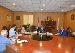 رئيس جامعة المنصورة يراجع تنفيذ وحدة زرع النخاع بمركز الأورام