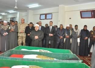 بالصور| محافظ أسيوط ومدير الأمن يتقدمان الجنازة العسكرية لشهداء الوادي الجديد