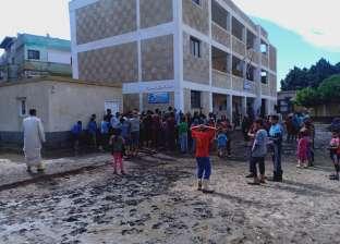 """طلاب """"نجع الجسر"""" بالأقصر يضربون عن الدراسة لتأخر بناء مدرستهم"""