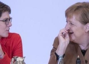17 معلومة عن وزيرة الدفاع الألمانية: خليفة ميركل وزوجها يرعى أولادهما