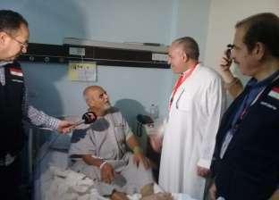 صور.. رئيس بعثة الحج يزور أسر الشهداء والمرضى في السعودية