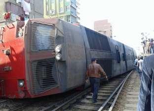 برلماني يقدم العزاء لأسرة متوفي حادث تصادم قطار سياحي بسيارة في قنا