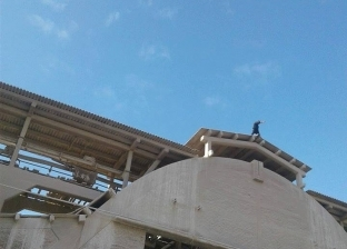 بالصور  الأجهزة الأمنية تنجح بإقناع عامل بالرجوع عن الانتحار بالغربية