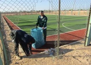 بالصور| رئيس مدينة أبورديس يشدد على نظافة الملاعب الخماسية