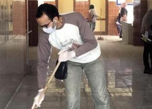 أولياء أمور ينظفون مدرسة زايد اليابانية: «بنعلم ولادنا المشاركة»