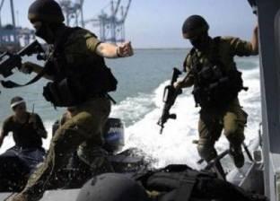 زوارق الاحتلال الإسرائيلي تستهدف مراكب الصيد قبالة شاطئ خان يونس