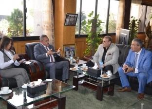 بالصور| محافظ الإسماعيلية يلتقي وفد جامعة سيناء لبحث التعاون