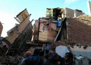 بالصور| انهيار عقار قديم مكون من 3 طوابق في أسيوط