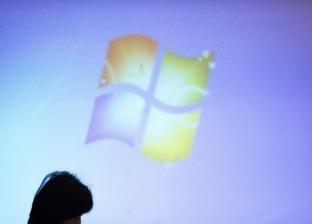 """""""مايكروسوفت"""" تتنافس على لقب أول هاتف قابل للطي بـ""""سرفس فون"""""""