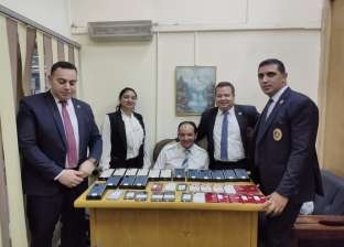 جمارك مطار القاهرة تحبط محاولة لتهريب 73 آيفون إلى داخل البلاد