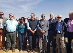 """استعدادا لكشف أثري بـ""""تونا الجبل"""".. وزيرا الآثار والسياحة يصلان المنيا"""