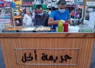 «جريمة أكل» أشهر عربة سندوتشات شبابية في الإسكندرية (فيديو)