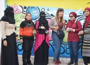 """مدرسات تربية فنية يرسمن جداريات """"النصر"""" في العيد القومي لبورسعيد"""