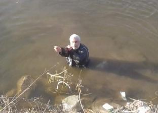 أب وابنه مكفوفان يصطادان السمك من غير سنارة: الإيد بصيرة