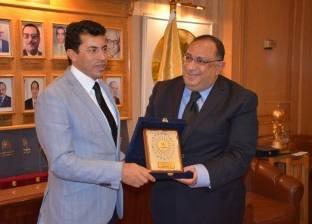 بالصور| جامعة حلوان تكرم وزير الشباب والرياضة