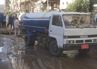 """الدفع بـ10 سيارات لشفط المياه بعد كسر خط """"الجمهورية - سوهاج"""""""