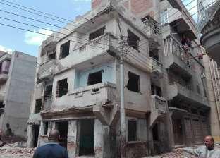 بالصور| حملة لإزالة مبنى ذو خطورة داهمة في فارسكور