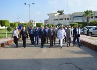 محافظ بورسعيد يزور إدارة قوات الأمن في أول أيام العيد