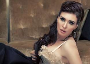 """دينا مرشحة للمشاركة في بطولة """"لمعي القط"""" مع محمد إمام"""